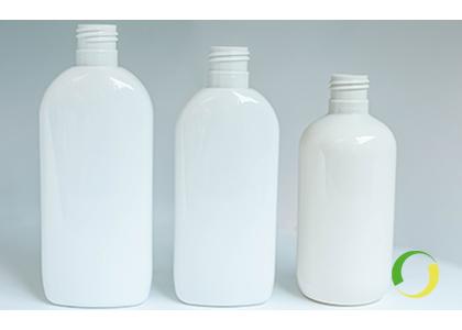 I contenitori in plastica riciclata affiancano l'offerta in plastica vergine